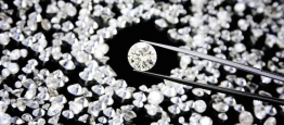 Oanel de noivado de diamante é um dos presen...