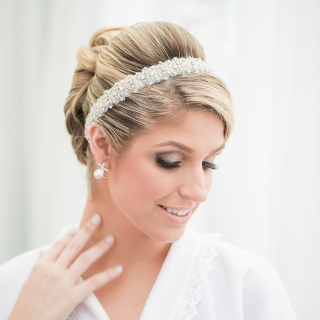 Beleza e suavidade - tiara e maquiagem