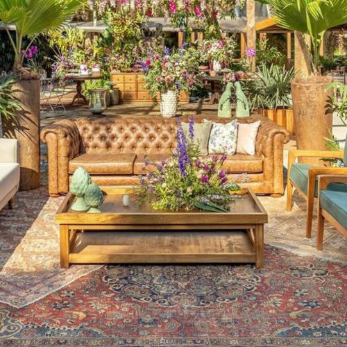 decor Lounge com sofá de couro