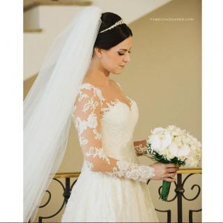 Vestido de noiva de renda manga longa