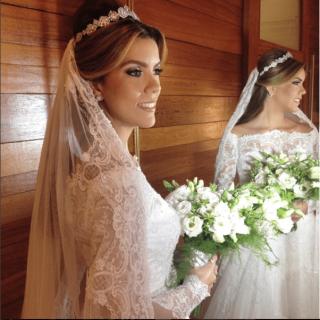 Maquiagem e tiara para noiva