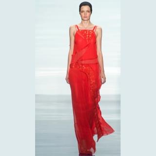 Vestido longo vermelho com transparência