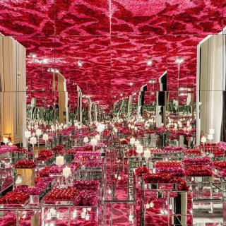 Salão de Doces Espelhado com mar de Rosas
