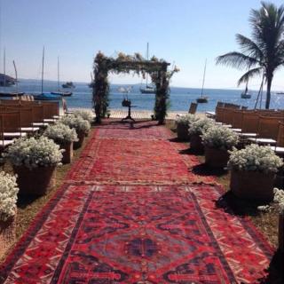 Cerimônia ao ar livre com tapetes