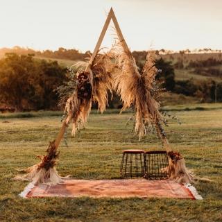 Cerimônia Triangular com capim dos pampas