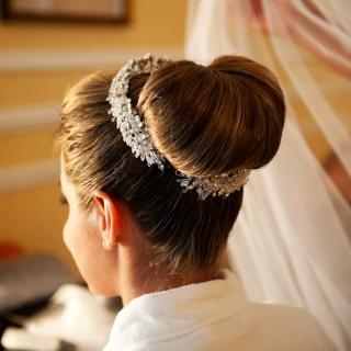 Penteado coque com tiara