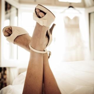 Sapato peep toe com laço