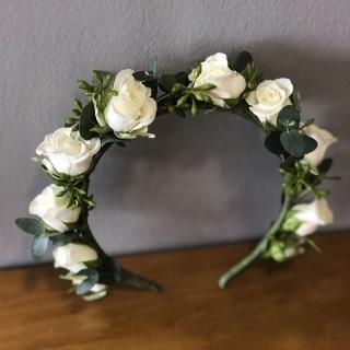Grinalda de dama com rosas brancas