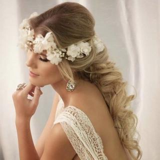Grinalda coroa com flores brancas