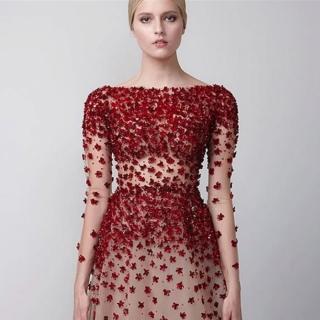 Vestido Com aplicações em bordado 3D