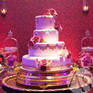 bolo com bordados