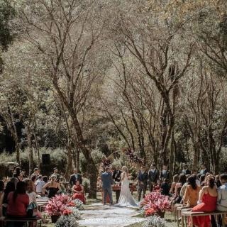 Cerimônia de casamento ao ar livre por Hana Decorações