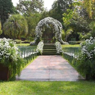 Cerimônia ao ar livre verde e branca