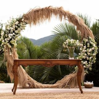Altar redondo com capim dos pampas